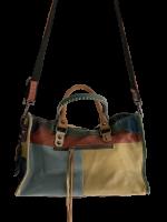 Stylische Tasche Leder mit Sternenmotiv viel Stauraum mittlere Größe