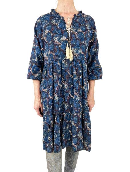 Unkompliziertes Kleid mit Volant in Herbstfarben